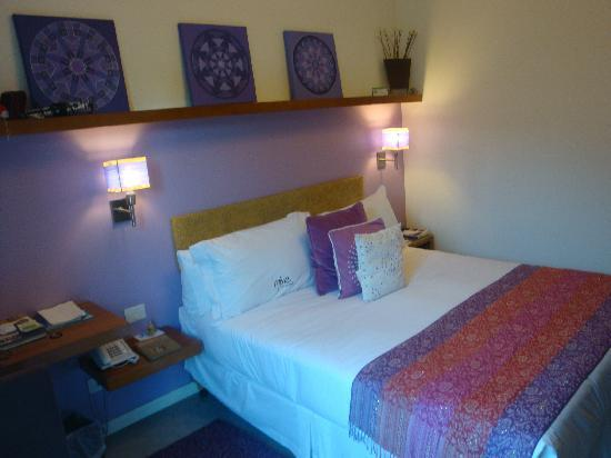 Mine Hotel Boutique: Different angle for queen size bedroom