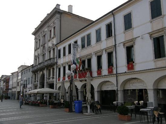 Hotel Al Vivit: Hotel in the morning