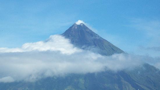 Hotel Villa Angelina: Mayon Volcano from 3rd floor balcony