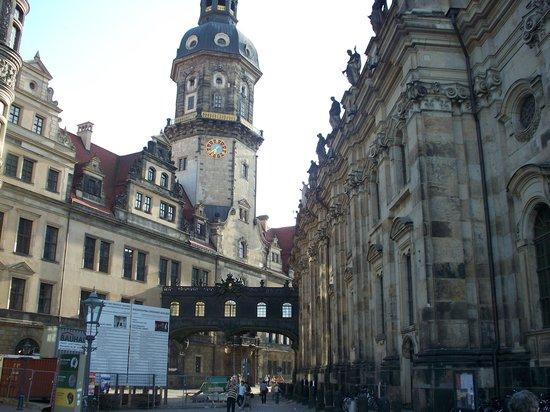 Katholische Hofkirche - Dresden: passaggio coperto alla Residenza