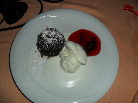 Royal Wings Hotel: One of the freshly cooked desserts