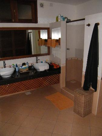 Neptune Palm Beach Boutique Resort & Spa: la chambre