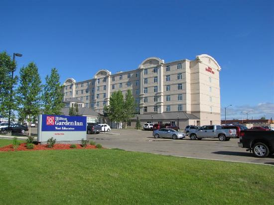 Hilton Garden Inn West Edmonton: Outside the hotel