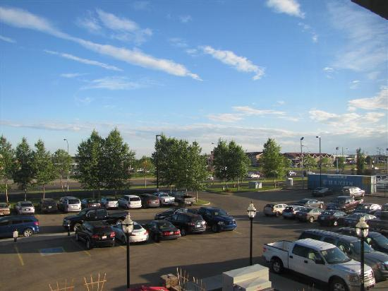 Hilton Garden Inn West Edmonton: Plenty of free parking available