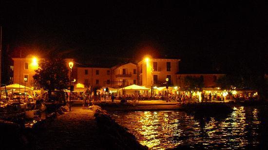 Hotel Vela d'Oro: bei Nacht