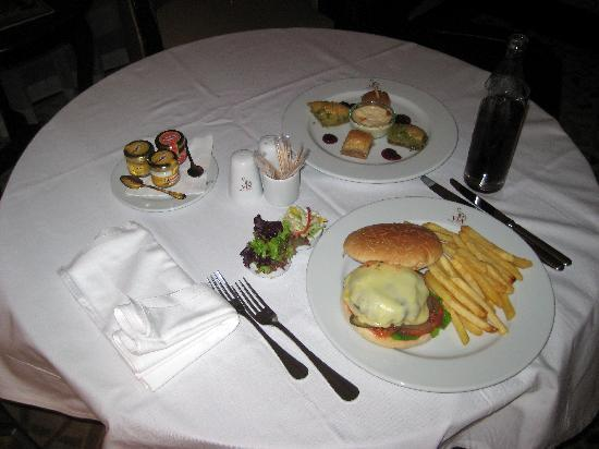 Crowne Plaza Istanbul Asia: Room service.