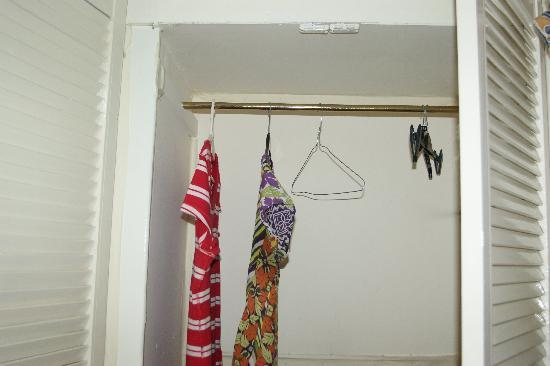 Huband House B&B: wardrobe
