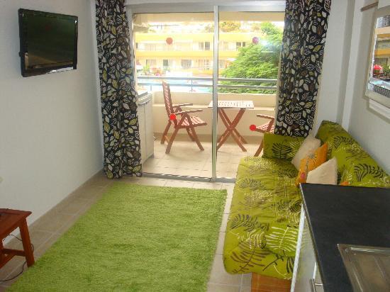 HOVIMA Santa Maria: Living room and kitchen