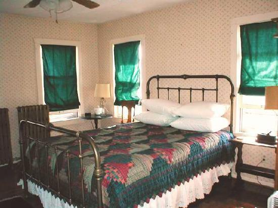 Hood House Bed and Breakfast: The Burrell Room