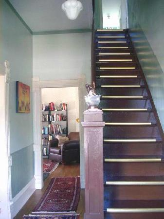 Hood House Bed and Breakfast: Entryway