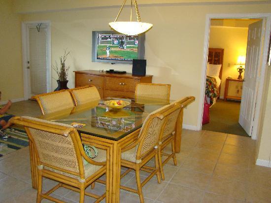 Silver Lake Resort: Dining Room/LR to left