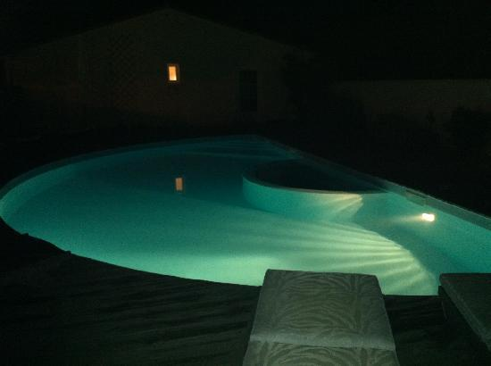 Piscine de nuit photo de la villa le bois plage en re for Piscine eclairee la nuit