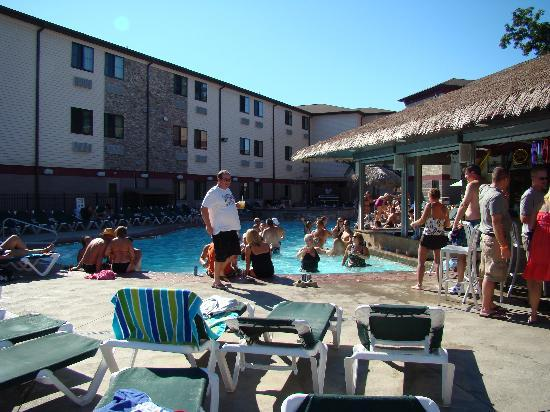 Put-in-Bay Resort Hotel and Conference Center: Party all the time....