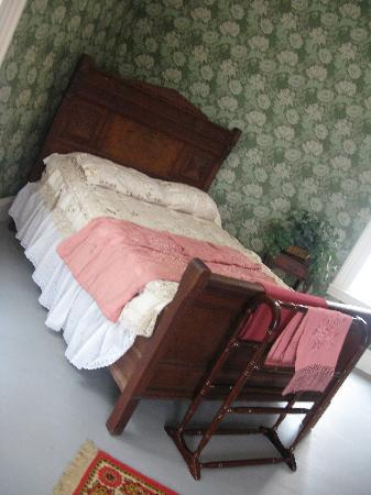 Crosby Mansion: Bed in master bedroom