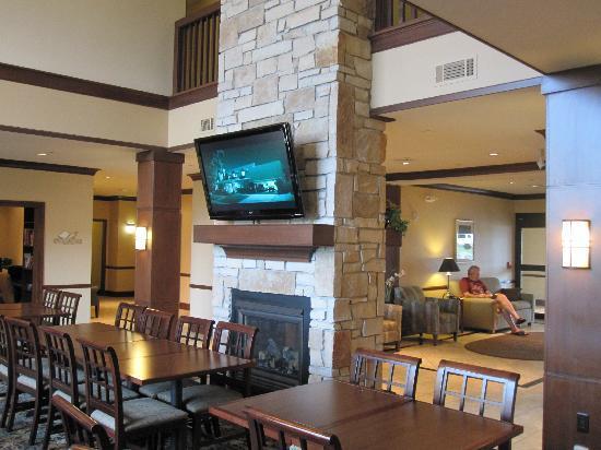 Staybridge Suites Milwaukee West Oconomowoc: One of two flat screen TV's in great room area