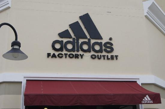 Ciudad de Phuket, Tailandia: Adidas shop