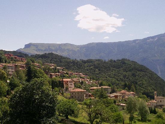 Tremosine, Italien: panorama dalla piscina