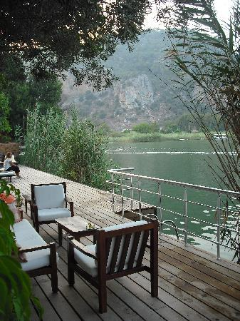 Lindos Pansiyon: deck with chairs and loungers, also used for jumping in the river!
