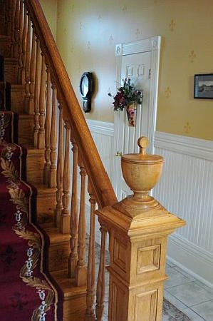 River Edge Mansion Bed and Breakfast: Back Stairway
