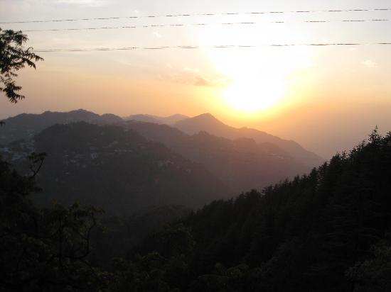 Mussoorie, India: Sunset point view, near char bazaar