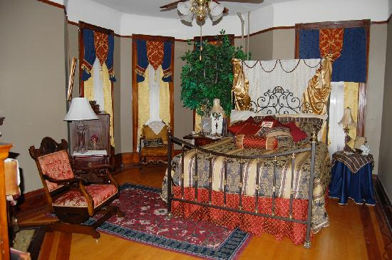 Schuster Mansion Bed & Breakfast: Richard's Den