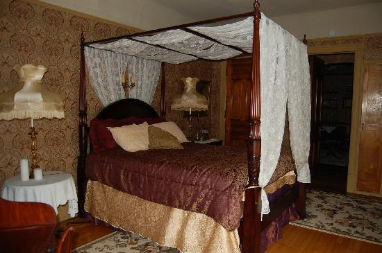 Schuster Mansion Bed & Breakfast: Pia Suite