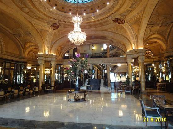 Floral arrangement in foyer picture of hotel de paris for Hotel de paris