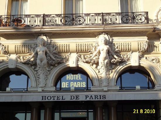 Hotel de Paris Monte-Carlo: AWESOME VIEW OF THE HOTEL DE PARIS BY BEAUTIFUL DAY.