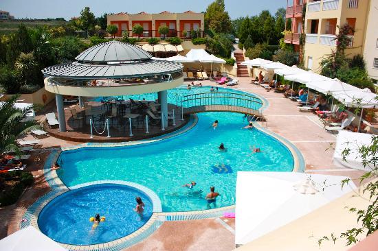 Ambassador Hotel Thessaloniki: the pool