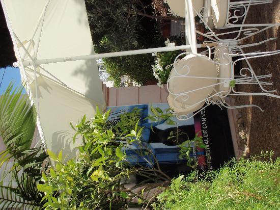 Hotel Le Vendome Villa Claudia: Garden