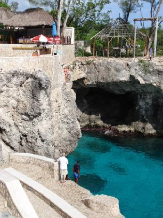 Iberostar Rose Hall Suites: Ricks Cafe Cliff jumping for visitors