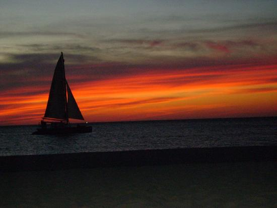 Bucuti & Tara Beach Resort Aruba: Sunsets are beautiful at Bucuti!  We didn't miss even one!