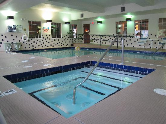 Holiday Inn Express Wenatchee: Indoor Pool and Hot Tub