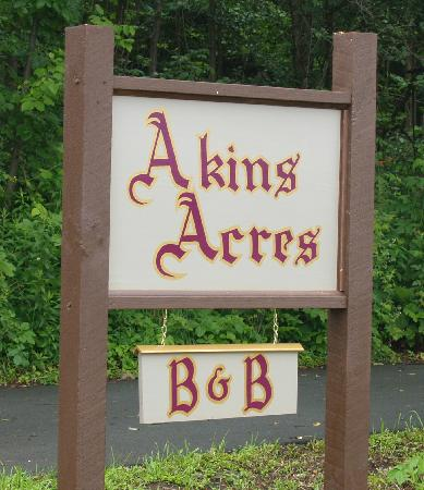 Akins Acres Bed and Breakfast: You have just arrived at Akins Acres