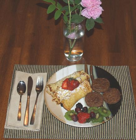 Akins Acres Bed and Breakfast : Apple Pecan Crepes