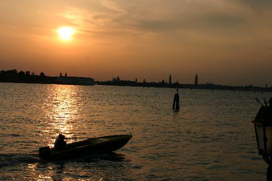 Lido di Venezia, Itália: Sunset from our private terrace