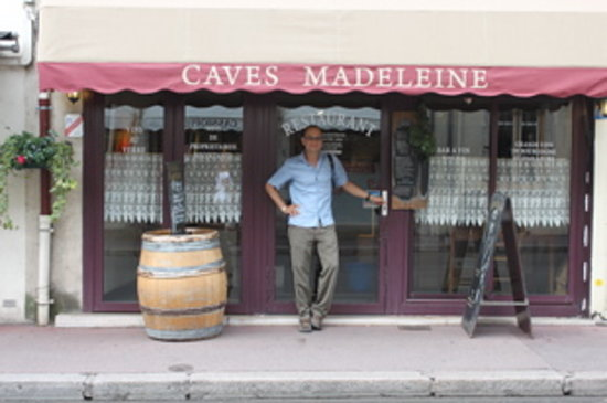 Caves Madeleine: This is the street view of the restaurant