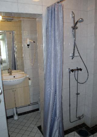 Hotel Hansson: Shower