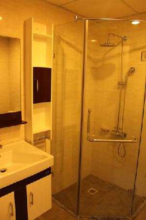 Hanoi Rendezvous Hotel: Bathroom