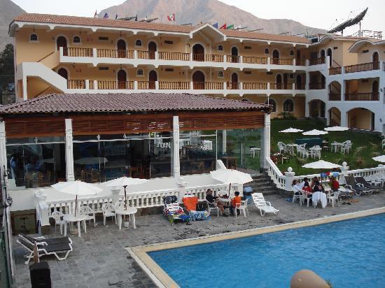 Hotel Lunahuana River Resort: Restaurante, jardin y habitaciones