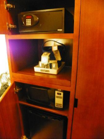 Four Points by Sheraton Calgary Airport: here's a microwave, fridge & safe; hidden in a cabinet