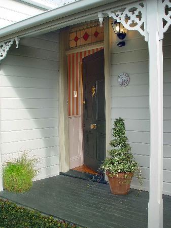 Springfield Cottage: Front Door