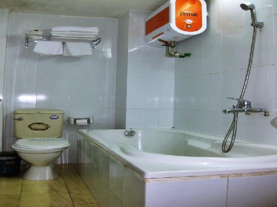 Brothers Hotel: Bathroom