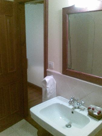 Hotel Airas Nunes: bathroom sink room 24