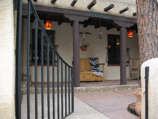 Adobe Inn at Cascade: Front gate