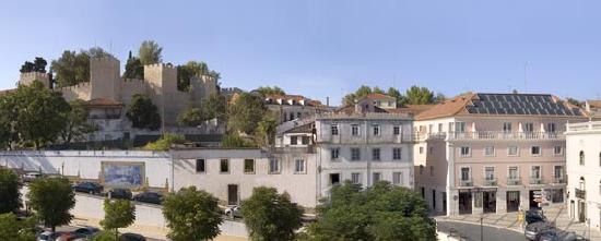 Torres Novas, Portugal: Hotel Cavaleiros next to the Castle