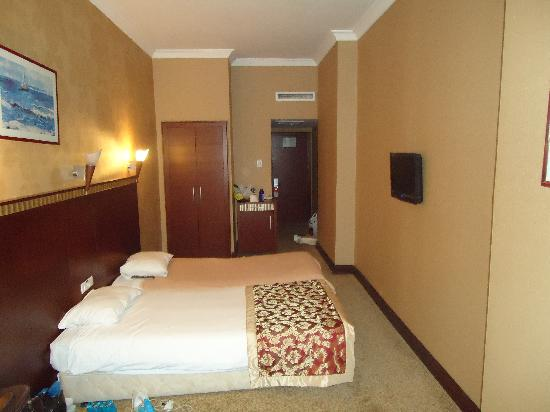 Crystal Hotel: room again :)