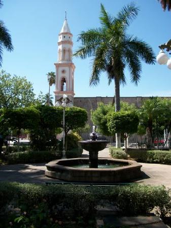 El Fuerte, Mexico: Town Plaza & Church