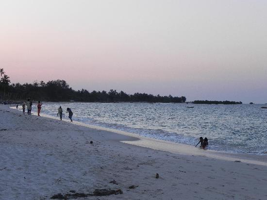 Sunrise Beach Resort: The northern part of the Kigamboni beach, as seen from the Sunrise