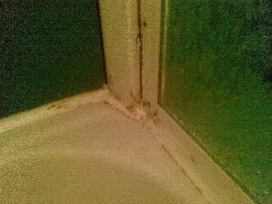 Mercure Pesaro: le incrostazioni della doccia